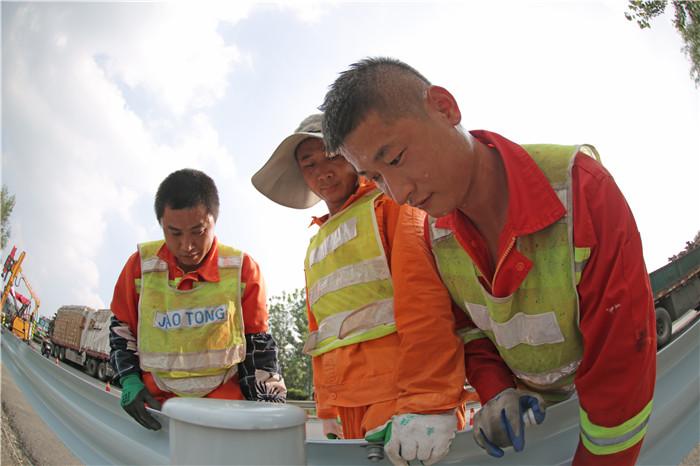 淮安公路部门积极做好城区周边国省干线养护管理工作
