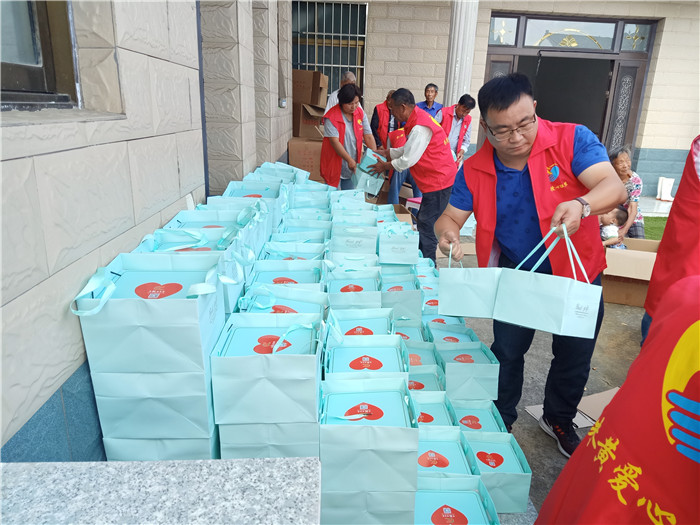 """疫情難斷慈善情——""""淮安好人""""、上海峰超營養餐食品有限公司董事長黃遠超的故事"""