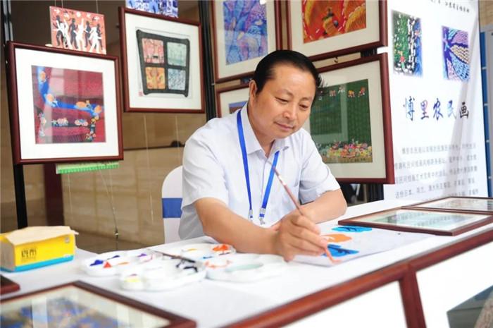 淮安區法治農民畫家潘宇榮膺全國先進工作者